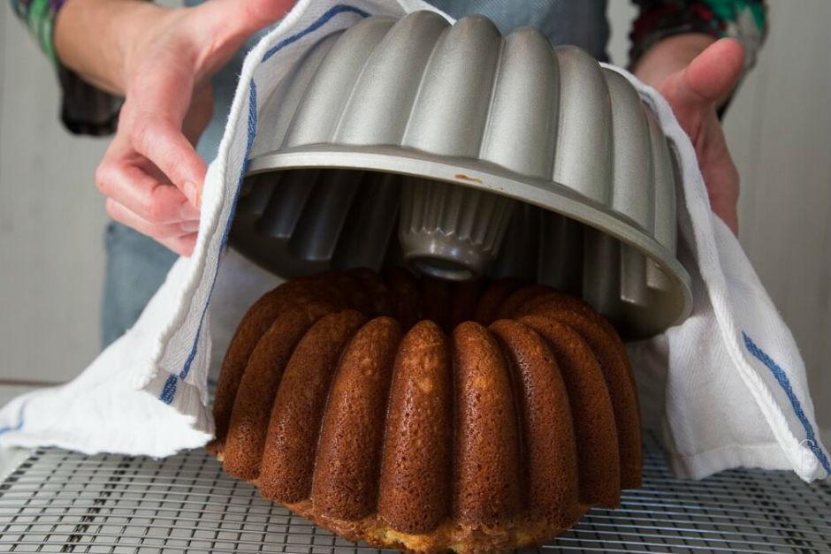 جدا کردن کیک از قالب مثل آب خوردن