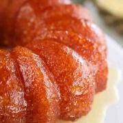 کیک با طعم آب آناناس